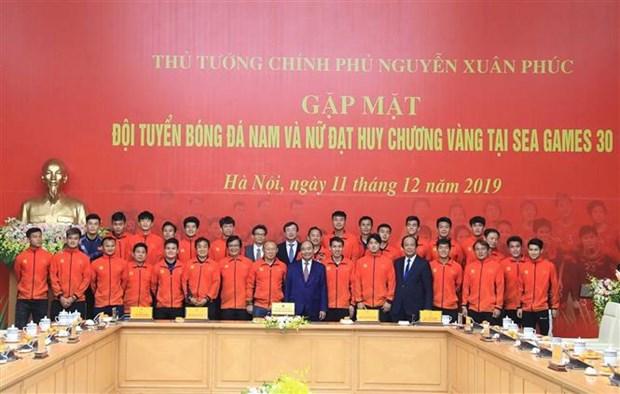 阮春福总理:越南U22男足和国家女足荣获冠军为祖国增添光彩 hinh anh 3