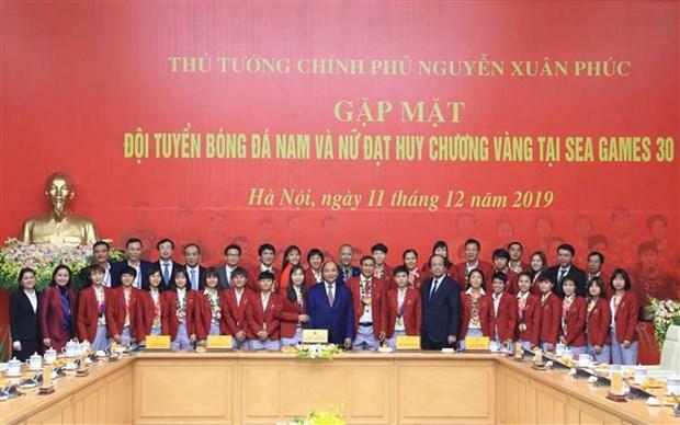 阮春福总理:越南U22男足和国家女足荣获冠军为祖国增添光彩 hinh anh 2