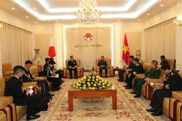越南人民军总参谋总长潘文江会见日本海上自卫队司令山村弘史 hinh anh 2
