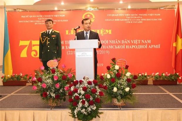 越南人民军建军75周年纪念典礼暨2019年越南国防白皮书公布仪式在乌克兰举行 hinh anh 1