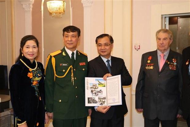 越南人民军建军75周年纪念典礼暨2019年越南国防白皮书公布仪式在乌克兰举行 hinh anh 2