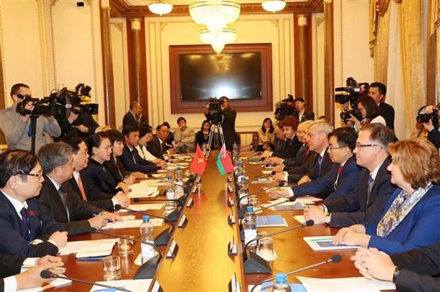 越南国会主席阮氏金银与白俄罗斯国民会议代表院主席举行会谈 hinh anh 4