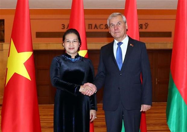 越南国会主席阮氏金银与白俄罗斯国民会议代表院主席举行会谈 hinh anh 1