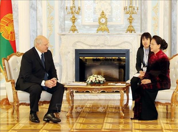 越南国会主席阮氏金银会见白俄罗斯共和国总统 hinh anh 1