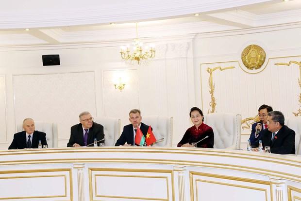 越南国会主席阮氏金银与白俄罗斯共产党领导人举行会谈 hinh anh 1
