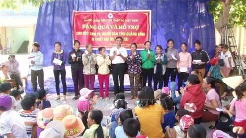 越南红十字会力争为贫困人口送上150万份慰问品 hinh anh 1