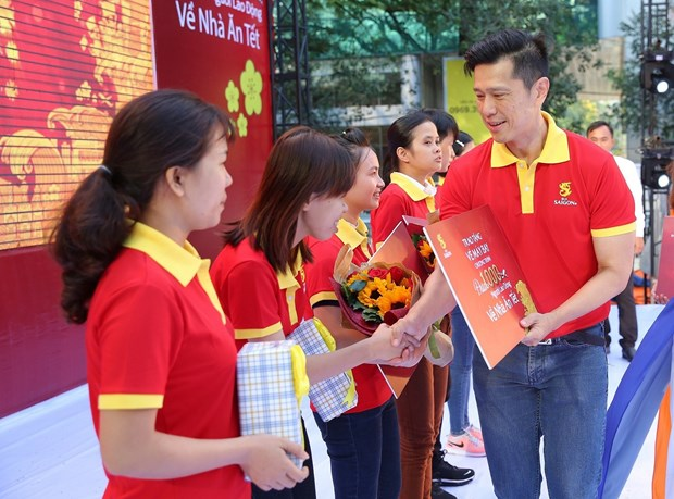 2020庚子鼠年春节:得乐省90名杰出员工将获赠返乡车票 hinh anh 1