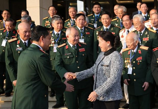 越南国会主席阮氏金银会见特工部队老兵 hinh anh 2
