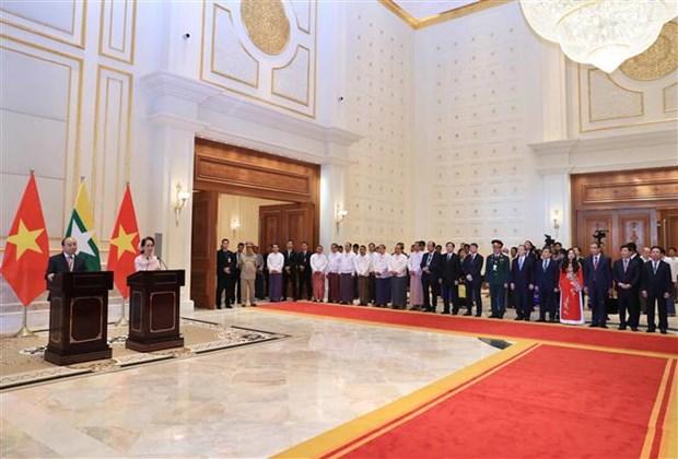 越南政府总理阮春福与缅甸国务资政昂山素季举行会谈 hinh anh 4