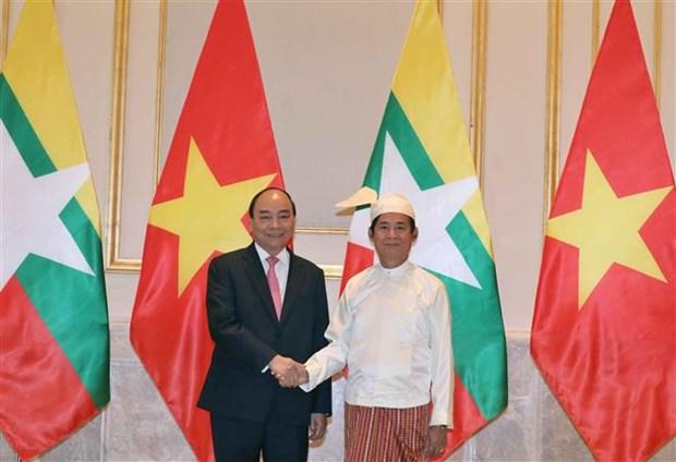 越南政府总理阮春福会见缅甸总统 hinh anh 1