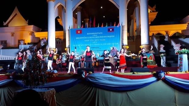 得乐省与老挝阿苏破省加强文化体育交流 hinh anh 2