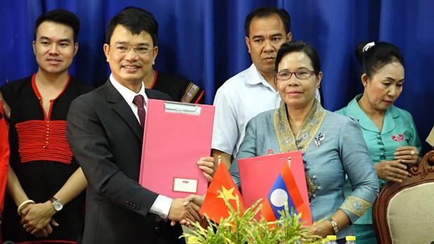 得乐省与老挝阿苏破省加强文化体育交流 hinh anh 1