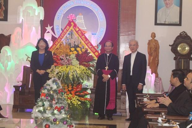2019年圣诞节即将到来:国家副主席邓氏玉盛走访清化省信教群众 hinh anh 1