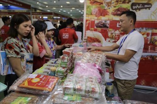 2019年越南—泰国消费品和食品展览会在安江省举行 hinh anh 1