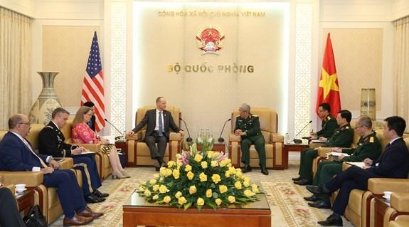越南国防部副部长阮志咏上将会见美国助理国务卿戴维·斯蒂尔韦尔 hinh anh 1