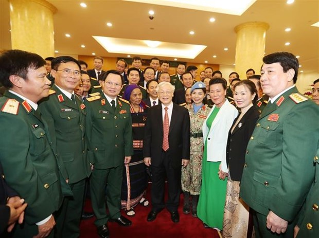 越南人民军建军75周年:国家主席阮富仲亲切会见在建设强大的全民国防体系中的先进模范代表 hinh anh 1
