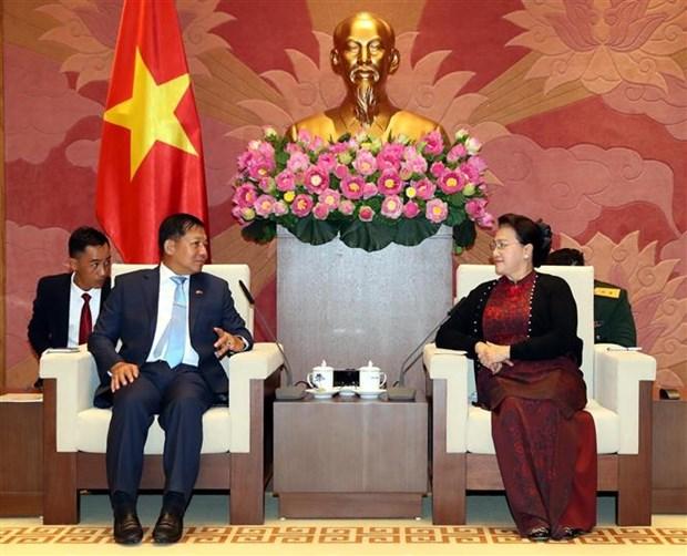 越南国会主席阮氏金银会见缅甸国防军总司令敏昂莱 hinh anh 1