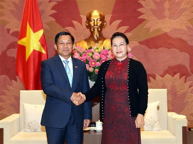 越南国会主席阮氏金银会见缅甸国防军总司令敏昂莱 hinh anh 2