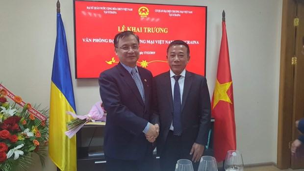 越南驻乌克兰贸易代表办公室正式揭牌成立 hinh anh 2