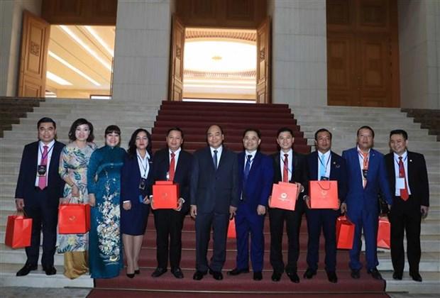 越南政府总理阮春福会见红星奖获奖青年企业代表 hinh anh 1