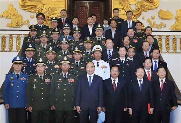 政府总理阮春福会见柬埔寨和老挝国防部长 hinh anh 1