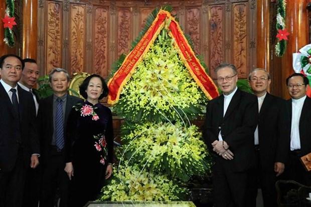 越南党和国家领导人看望慰问天主教信教群众 hinh anh 3