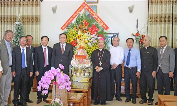 越南党和国家领导人看望慰问天主教信教群众 hinh anh 4