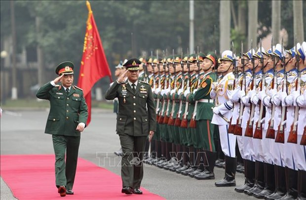泰国皇家武装部队司令邦比巴·本亚撒里对越南进行正式访问 hinh anh 1