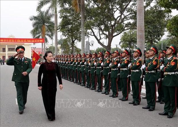 国会主席阮氏金银走访第三军区司令部 hinh anh 2