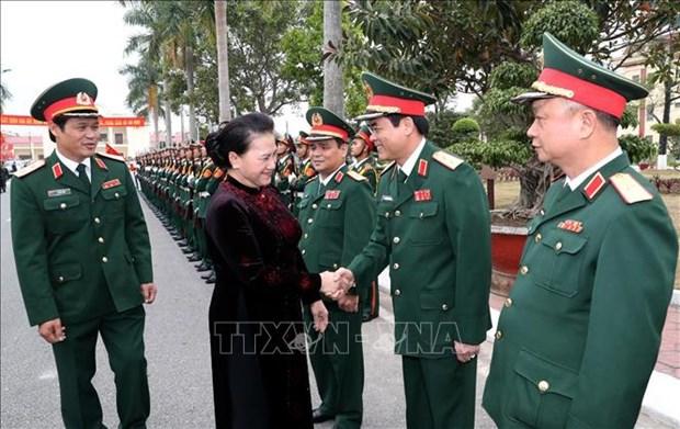 国会主席阮氏金银走访第三军区司令部 hinh anh 1