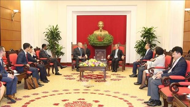 越共中央经济部部长阮文平会见俄罗斯天然气工业股份公司副总裁和哈佛大学教授代表团 hinh anh 2
