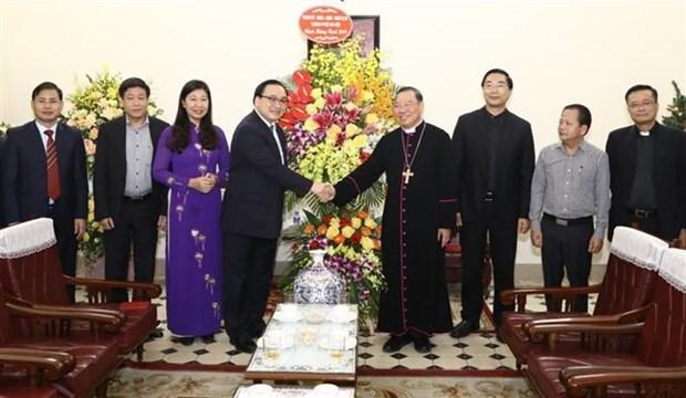 2019年圣诞节:河内市领导向天主教牧师和教徒致以圣诞节祝福 hinh anh 1
