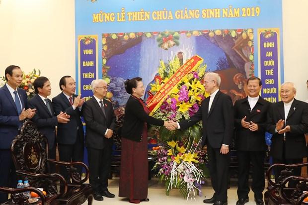 2019年圣诞节来临之际:国会主席阮氏金银造访越南天主教团结委员会 hinh anh 1