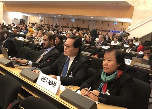 越南出席在日内瓦举行的首届全球难民论坛 hinh anh 2
