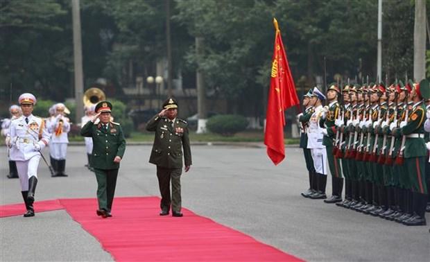 国防部部长吴春历与柬埔寨国防部部长迪班举行会谈 hinh anh 2
