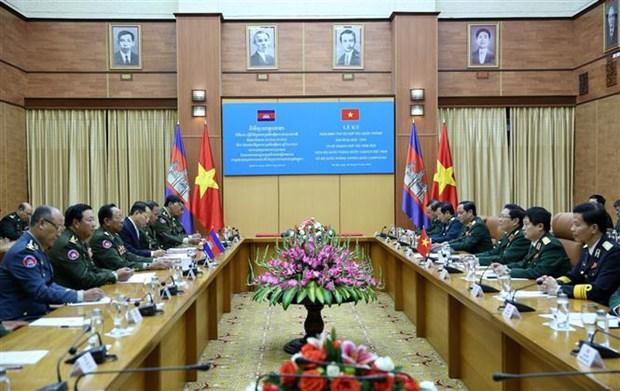 国防部部长吴春历与柬埔寨国防部部长迪班举行会谈 hinh anh 1