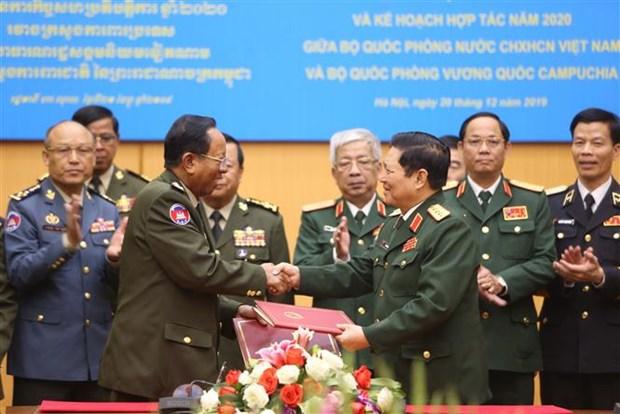 国防部部长吴春历与柬埔寨国防部部长迪班举行会谈 hinh anh 3