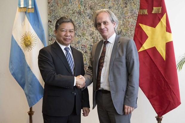 越南共产党代表团对乌拉圭和阿根廷进行工作访问 hinh anh 1
