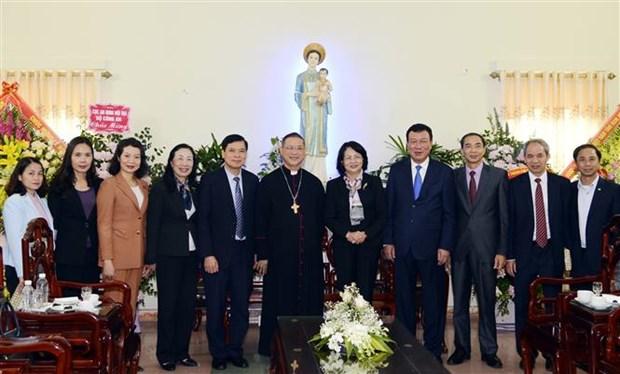 国家副主席邓氏玉盛向南定省裴珠教区致以圣诞祝福 hinh anh 1