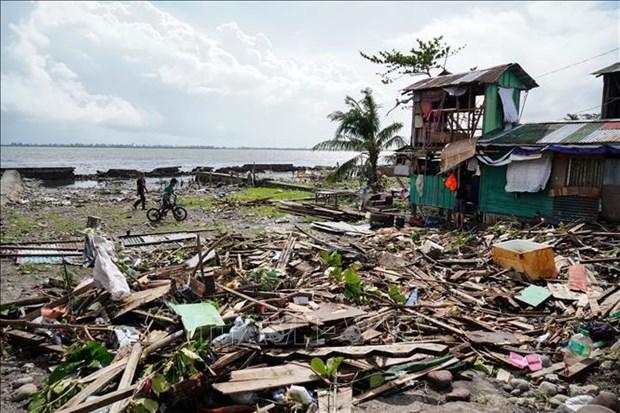 台风巴蓬登陆菲律宾 数千人无法回家 hinh anh 1
