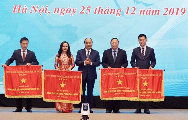 阮春福总理出席政府办公厅2019年工作总结暨2020年工作部署会议 hinh anh 1