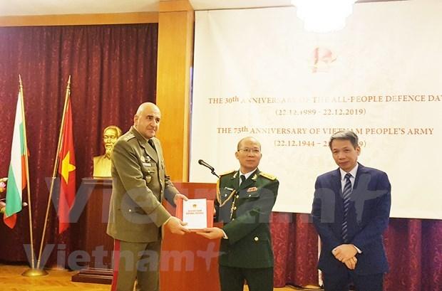 越南在保加利亚介绍《国防白皮书》 hinh anh 1