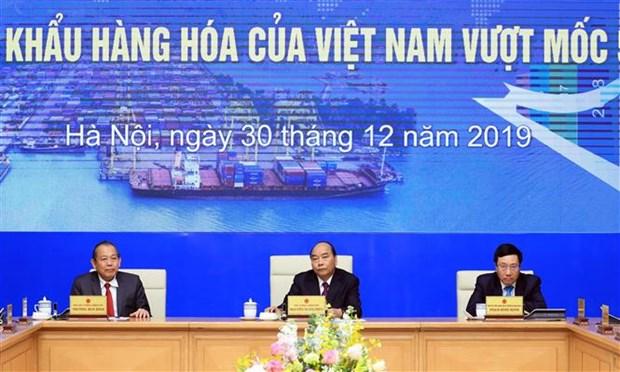 越南政府总理阮春福出席越南外贸进出口额达到5000亿美元的仪式 hinh anh 1