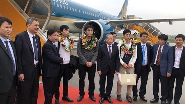 越南航空港总公司迎来2019年第1.15亿名旅客 hinh anh 1