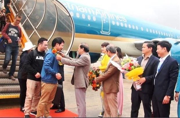 越航在四大旅游城市举行2020年首批游客欢迎仪式 hinh anh 1