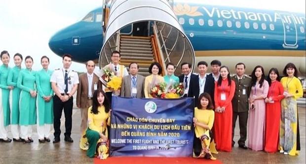 越南承天顺化、永隆和广平等省迎来2020年首批游客 hinh anh 3