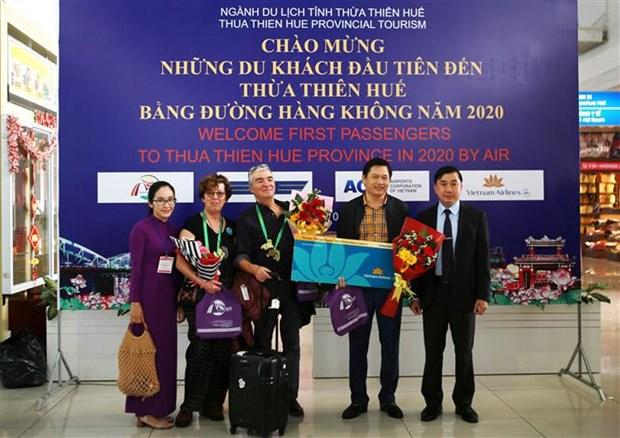 越南承天顺化、永隆和广平等省迎来2020年首批游客 hinh anh 1
