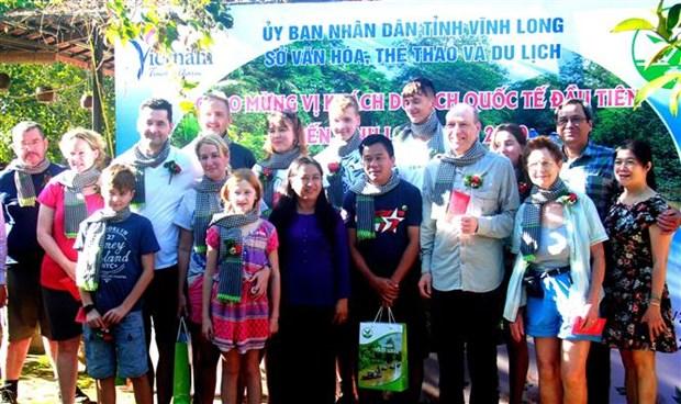 越南承天顺化、永隆和广平等省迎来2020年首批游客 hinh anh 2