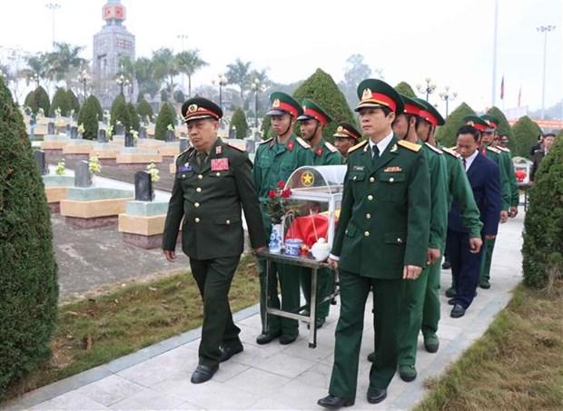 奠边省为在老牺牲的15具越南志愿军遗骸举行追掉会和安葬仪式 hinh anh 1