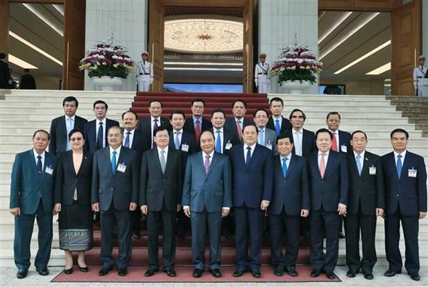 老挝总理结束对越南进行访问并与越南政府总理共同主持越老政府间联合委员会第42次会议之行 hinh anh 1